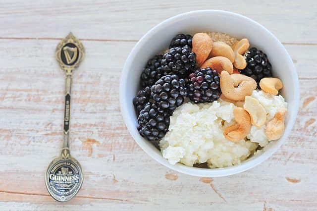 Pre-workout meal cottage cheese blackberries and cashew nuts