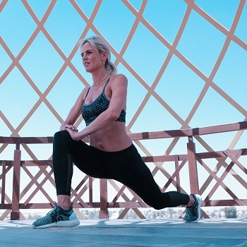 outdoor workout lunges beautiful weather benefits of exercise in the open air